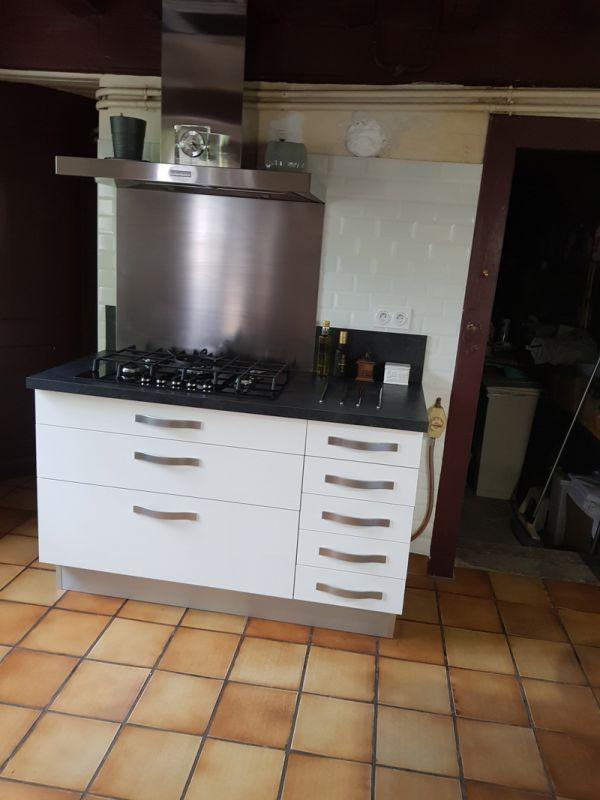 meubles sur mesure mont de marsan dans les landes 40 cuisiniste le doc du meuble. Black Bedroom Furniture Sets. Home Design Ideas